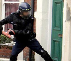 проникновение в жилье полицией